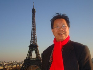 TQH in front of Eiffel Tower 2008