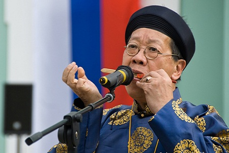 TRAN QUANG HAI plays the bamboo jew's harp, MOSCOW, RUSSIA, 2012