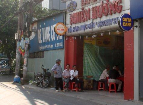 Pic 4 Trước cửa tiệm Nhiên Hương.jpg