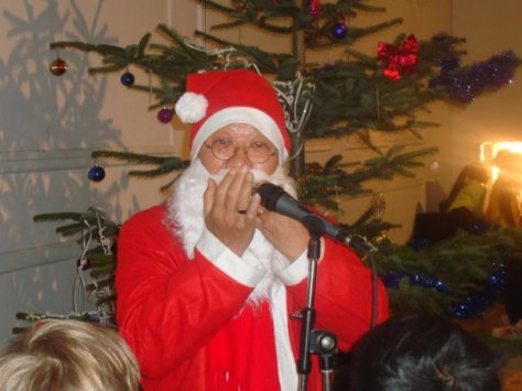 tran quang hai pere noel plays the jew's harp.jpg